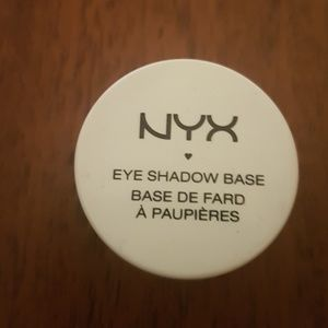 NYX Makeup - to get a better look at the eye shadow colours: ht